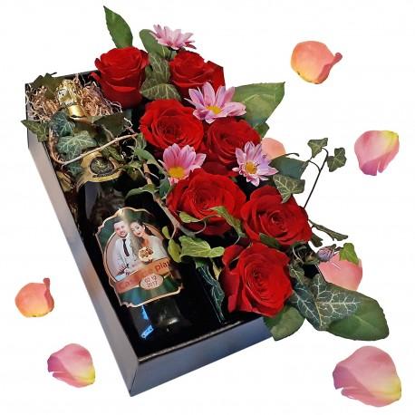 Sticla sampanie personalizata + aranjament trandafiri